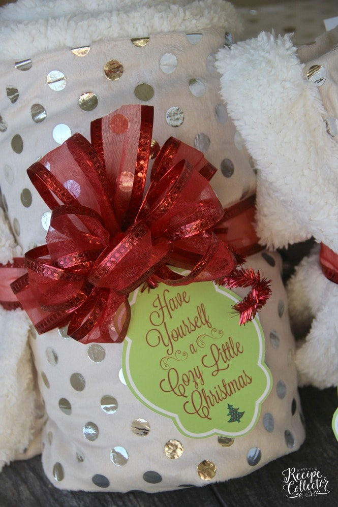 Cozy Little Christmas Tag and Blanket Gift Idea - Perfect gift idea for teachers, friends, and family. Two Christmas tag options FREE to print.