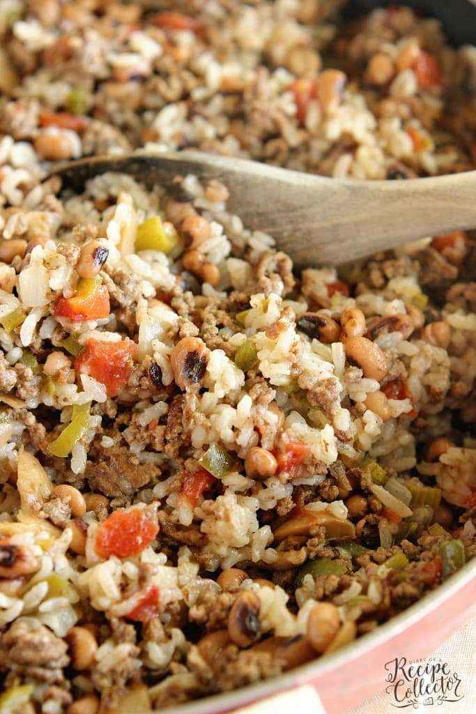 One-Pot Cajun Black-Eyed Peas & Rice - A delicious easy one pot super packed full of Cajun flavor and filled with ground beef, black-eyed peas, diced tomatoes, and rice.