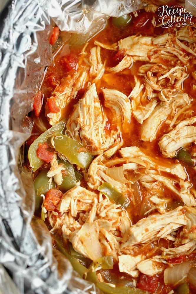 Chicken Fajita Bowlrito - All the great taste of chicken fajitas minus the tortilla made easy with the help of slow cooker mexican chicken!!