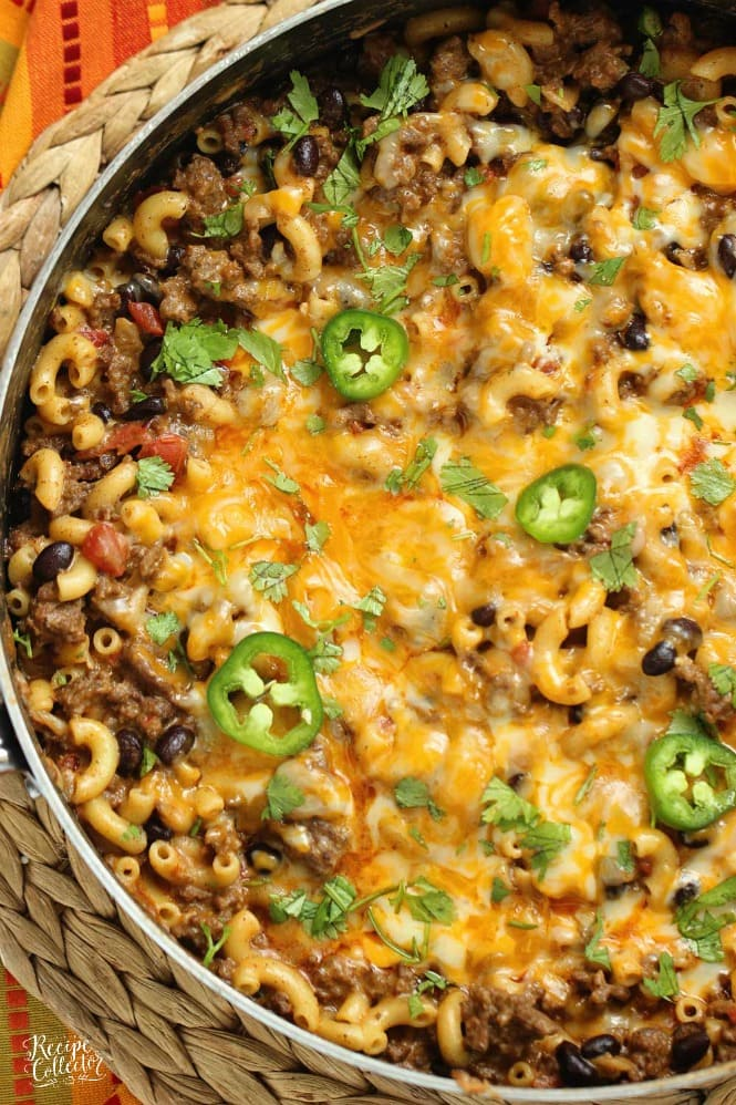 Southwestern Chili Mac - An easy 30 minute ground beef recipe filled with southwestern spices, black beans, cheese, and pasta!