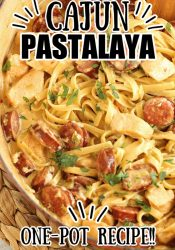 One Pot Cajun Pastalaya - A Jambalaya Pasta - This traditional cajun dish is reinvented in yummy pasta form! It's an easy one pot meal with few ingredients you have to try soon!